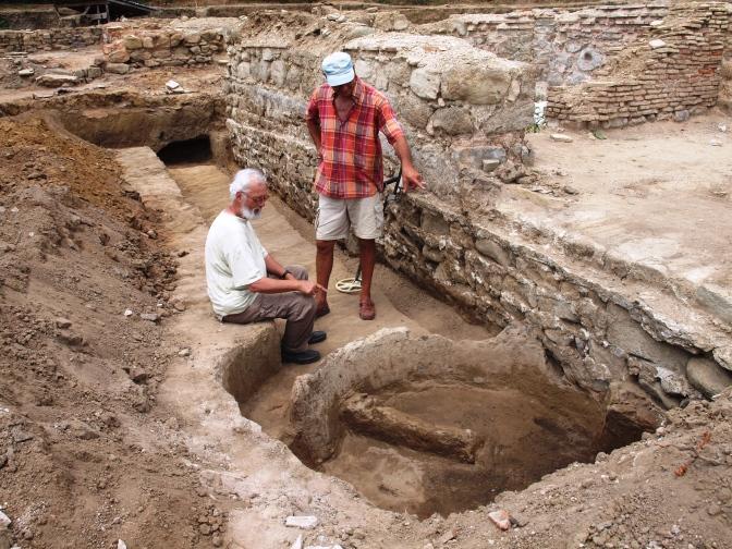 Ръководителите на археологическата експедиция на нос Св. Атанас - доц. д-р Валери Йотов и Александър Минчев, 2012 г.