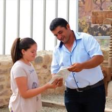 Диляна Щерева на 11 г. от Бяла получи луксозна книга за Античната крепост на нос Свети Атанас